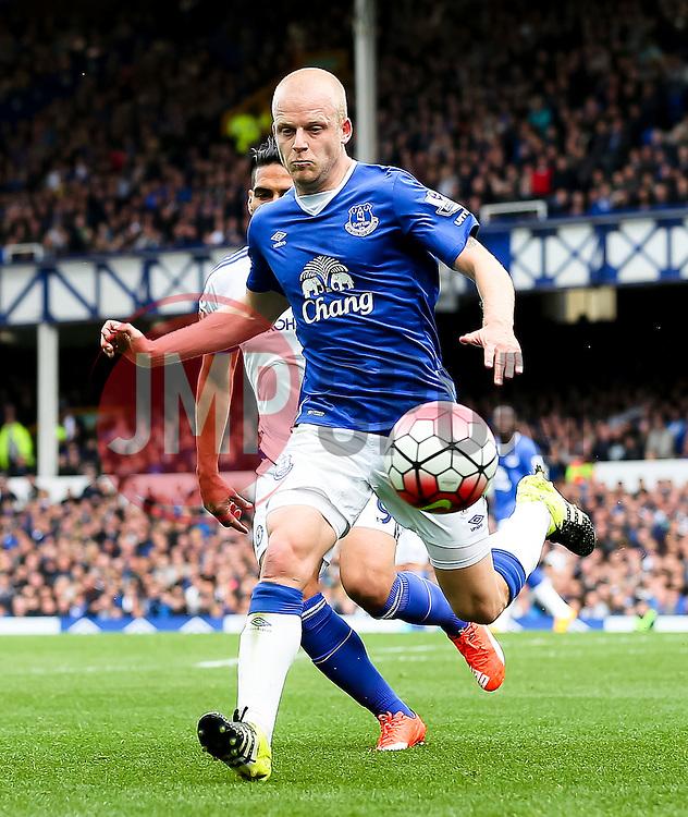 Everton's Steven Naismith in action - Mandatory byline: Matt McNulty/JMP - 07966386802 - 12/09/2015 - FOOTBALL - Goodison Park -Everton,England - Everton v Chelsea - Barclays Premier League