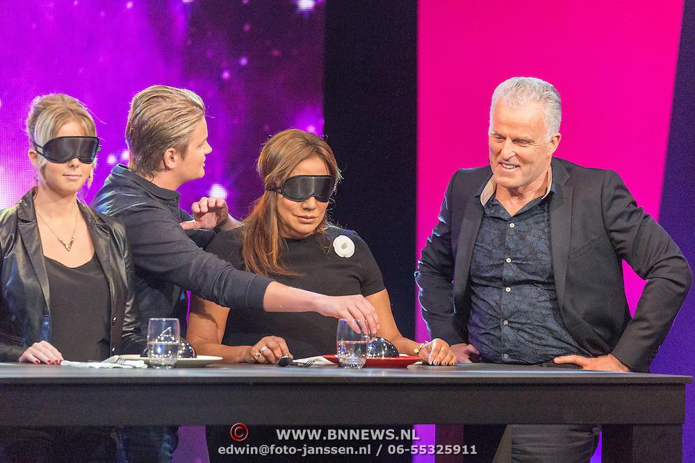 NLD/Aalsmeer/20151120 - 1e show Mindmasters Live 2015, Monique Smit en Patty Brard gevoerd door Peter R. de Vries