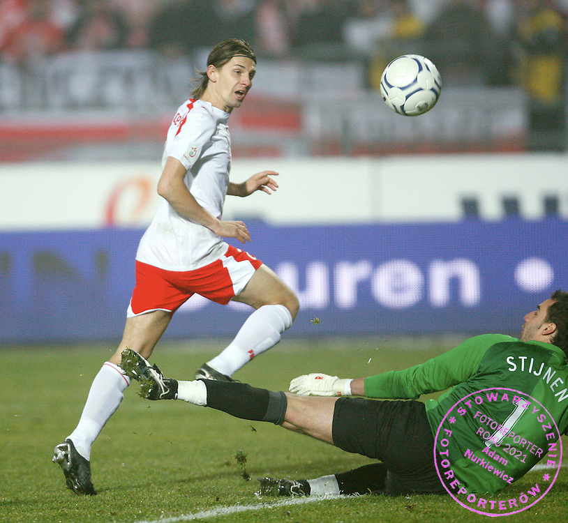 CHORZOW 17/11/2007.EURO 2008 QUALIFYING MATCH.GROUP A.POLAND _ BELGIUM.Poland's Euzebiusz Smolarek (L) scores his second goal against Belgium goalkeeper Stijn Stijnen during their Euro 2008 Group A qualifying..FOT. PIOTR HAWALEJ / WROFOTO