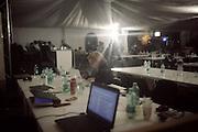 La sala stampa allestita da Costa Crociere durante le fasi di rotazione del relitto. Isola del Giglio, 16 settembre 2013. Christian Mantuano / OneShot