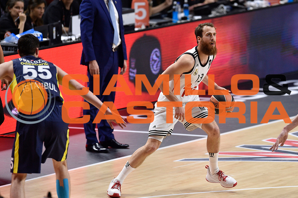 DESCRIZIONE : Madrid Eurolega Euroleague 2014-15 Final Four Semifinal Semifinale Real Madrid Fenerbahce Ulker Istanbul <br /> GIOCATORE : Sergio Rodriguez<br /> SQUADRA : Real Madrid<br /> CATEGORIA : palleggio<br /> EVENTO : Eurolega 2014-2015<br /> GARA : Real Madrid Fenerbahce Ulker Istanbul <br /> DATA : 15/05/2015<br /> SPORT : Pallacanestro<br /> AUTORE : Agenzia Ciamillo-Castoria/GiulioCiamillo<br /> Galleria : Eurolega 2014-2015<br /> DESCRIZIONE : Madrid Eurolega Euroleague 2014-15 Final Four Semifinal Semifinale Real Madrid Fenerbahce Ulker Istanbul