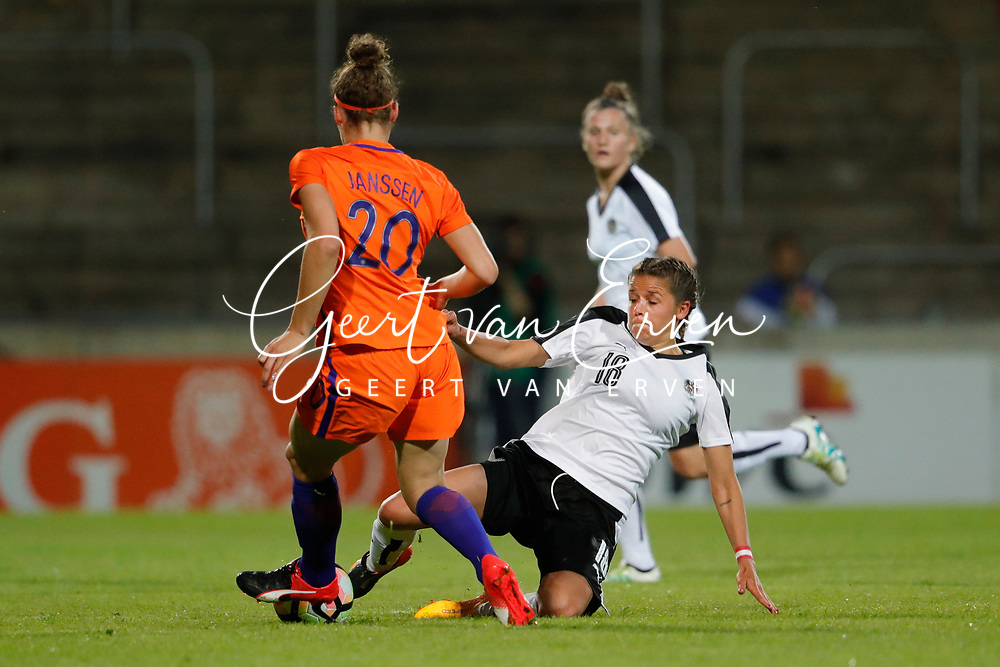 13-06-2017 VOETBAL:ORANJE VROUWEN-OOSTENRIJK:DEVENTER<br /> <br /> De oranje leeuwinnen wonnen met 3-0 van Oostenrijk in de Adelaarshorst in Deventer<br /> <br /> Dominique Janssen van Oranje Leeuwinnen (Holland Women)<br />  <br /> Foto: Geert van Erven