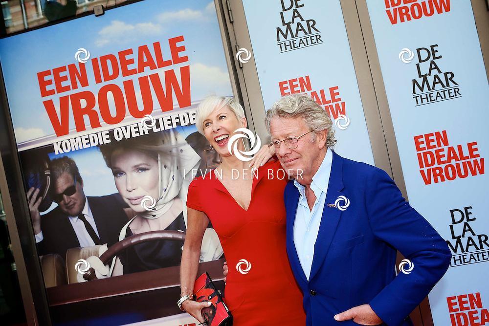 AMSTERDAM - In het DeLaMar Theater is de premiere van een Nederlands toneelstuk 'Een Ideale Vrouw' een komedie over liefde. Met op de foto  Jan en Monique des Bouvrie. FOTO LEVIN DEN BOER - PERSFOTO.NU