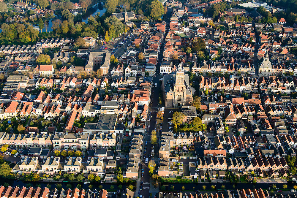 Nederland, Zuid-Holland, Schoonhoven, 28-10-2014; stadsgezicht met Grote of Bartholomeuskerk en stadhuis (rechts).<br /> luchtfoto (toeslag op standard tarieven); aerial photo (additional fee required); <br /> copyright foto/photo Siebe Swart