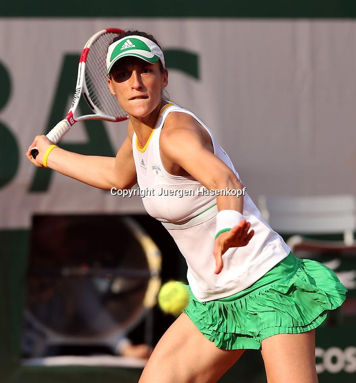 French Open 2014, Roland Garros,Paris,ITF Grand Slam Tennis Tournament,<br /> Andrea Petkovic (GER),Aktion,Einzellbild,Halbkoerper,Hochformat,