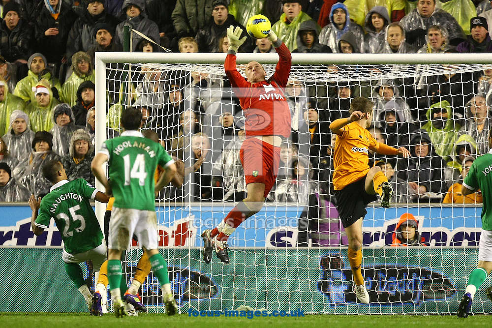 Picture by Paul Chesterton/Focus Images Ltd.  07904 6402672.20/12/11.John Ruddy of Norwich collects the ball during the Barclays Premier League match at Molineux Stadium, Wolverhampton.
