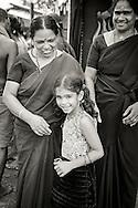 Kvinnor p&aring; v&auml;g till en av hiunduismens viktigaste pilgrimsm&aring;l Sabarimala. Endast flickor yngre &auml;n 10 &aring;r och kvinnor &auml;ldre &auml;n 50 &aring;r kan bes&ouml;ka det heliga templet. fertila kvinnor kan ej bes&ouml;ka templet.<br /> <br /> Female pilgrims on their way to the Hindu pilgrimage centre Sabarimala. Only females below the age of 10 years old and women older than 50 are allowed to visit the Temple. Fertile women are not allowed.<br /> Sabarimala, Kerala, India