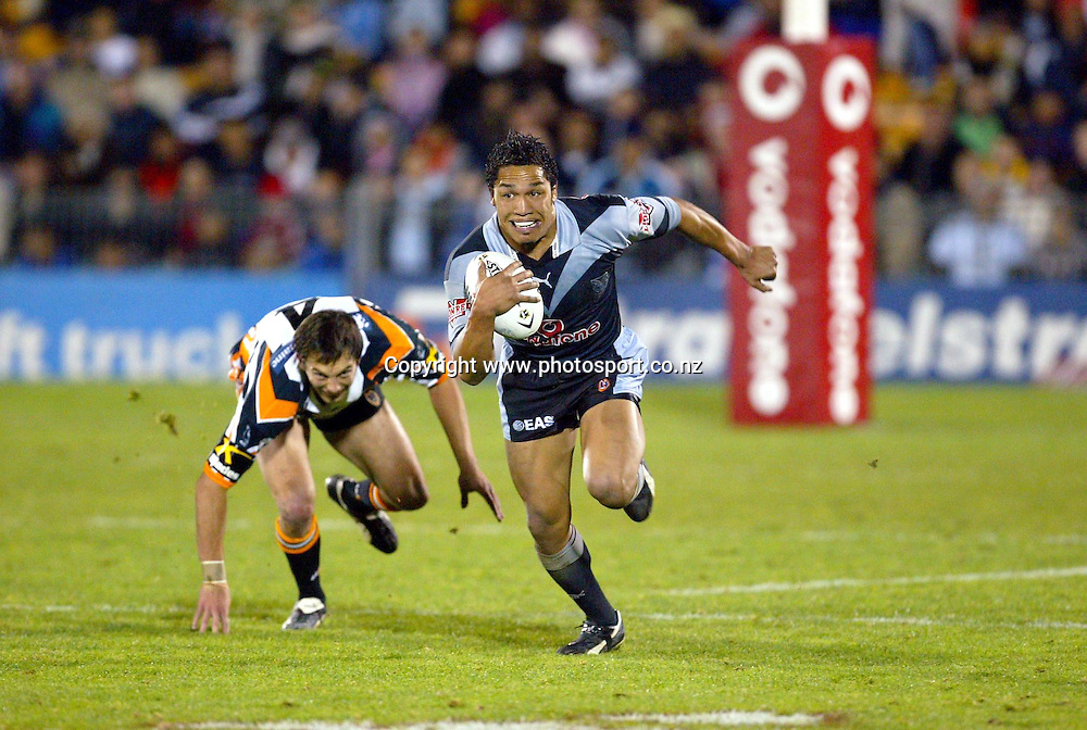 6th September, 2003. NRL Round 26. Ericsson Stadium, Auckland, New Zealand. New Zealand Warriors v Wests Tigers.<br />Clinton Toopi.<br />The Warriors won the match, 32 - 16.<br />Pic: Andrew Cornaga/Photosport