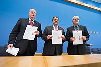 """15 MAY 2012, BERLIN/GERMANY:<br /> Peer Steinbrueck (L), SPD, Bundesminister a.D., Sigmar Gabriel (M), SPD Parteivorsitzender, Frank-Walter Steinmeier (R), SPD Fraktionsvorsitzender, mit Ihrem gemeinsamen Papier, nach der Pressekonferenz zum Thema """" Der Weg aus der Krise – Wachstum und Beschäftigung in Europa"""", Bundespressekonferenz<br /> IMAGE: 20120515-01-059<br /> KEYWORDS: Peer Steinbrück"""