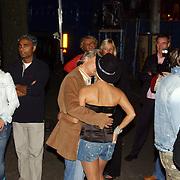 NLD/Amsterdam/20050806 - Gaypride 2005, optreden Vanessa, Hans Breukhoven feliciteert Conny
