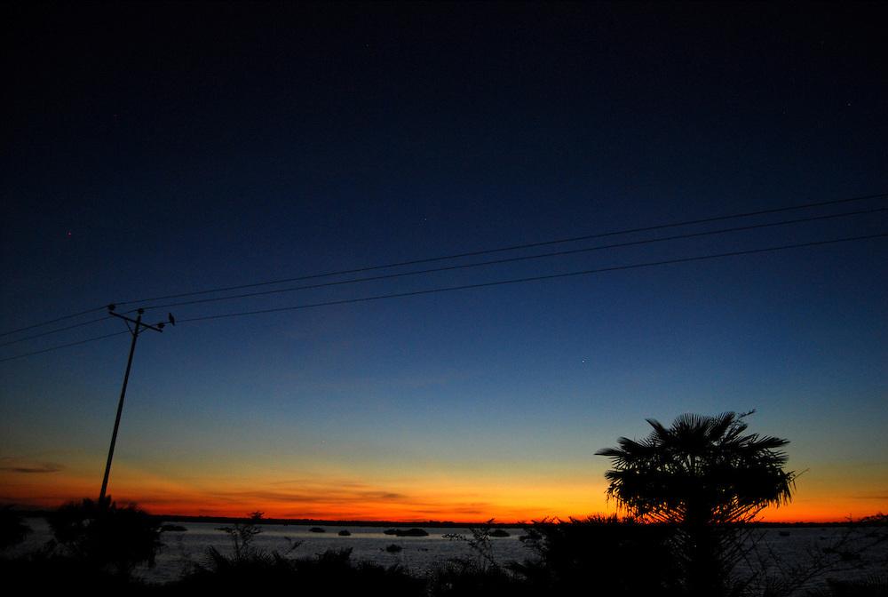 CALABOZO<br /> Estado Guarico - Venezuela 2008<br /> (Copyright &copy; Aaron Sosa)<br /> <br /> Esteros de Camaguan.<br /> En este sector funciona la Reserva de Fauna Silvestre Esteros de Camagu&aacute;n que fue el 9 de marzo del 2000, por medio de Gaceta Oficial.<br /> Esta reserva se encuentra ubicada entre el Municipio Sebastian Francisco de Miranda y Camagu&aacute;n, con una superficie de 19 mil300 hect&aacute;reas aproximadamente. Los esteros de Camagu&aacute;n constituyen una zona anegadiza sometida a un r&eacute;gimen estacional. La precipitaci&oacute;n promedio anual es de 1600 mm. y la temperatura es de 27 &ordm;C.<br /> El paisaje de los Esteros de Camagu&aacute;n consta de una llanura aluvial: banco, baj&iacute;o y estero, con la vegetaci&oacute;n caracter&iacute;stica de las mismas.<br /> <br /> Calabozo, oficialmente Villa de Todos los Santos de Calabozo, es una ciudad de Venezuela situada en el estado Gu&aacute;rico, capital del municipio Sebasti&aacute;n Francisco de Miranda y antigua capital del estado. Tiene una poblaci&oacute;n de 325.477 habitantes. Se ubica en el centro-oeste del estado Gu&aacute;rico, es el primer productor de arroz del pa&iacute;s, con un 60%. Cuenta con el sistema de riego m&aacute;s grande de Venezuela. Tiene una importante potencialidad por desarrollar, pues es la primera en consumo de bienes y servicios del estado.<br /> Calabozo est&aacute; situada a 101 msnm, en las m&aacute;rgenes del R&iacute;o Gu&aacute;rico, en el alto llano central. En el mapa es f&aacute;cil de encontrar junto a la Represa Generoso Campilongo, una importante obra tanto de su tiempo como en la actualidad.<br /> <br /> Calabozo is situated in the midst of an extensive llano on the left bank of the Gu&aacute;rico River, on low ground, 325 feet above sea-level and 123 miles S.S.W. of Caracas. The plain lies slightly above the level of intersecting rivers and is frequently flooded in the rainy season; in summer the heat is most oppressive, the average te
