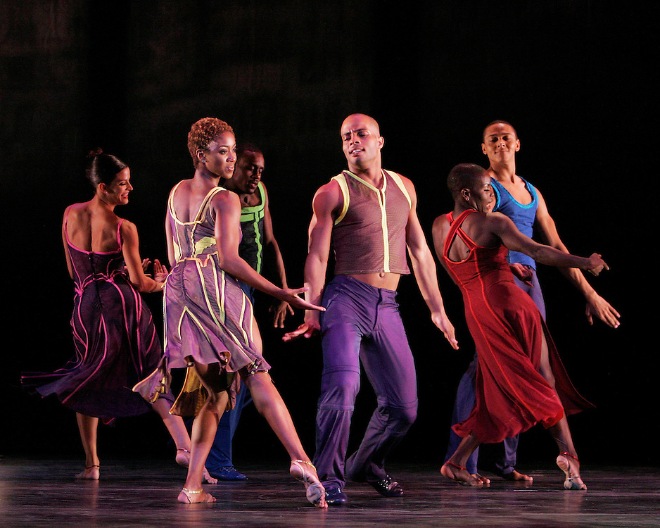 Reminiscin'.Chor. Judith Jamison.Alvin Ailey American Dance Theater.NJPAC.August 16, 2005.Credit Photo ©Paul Kolnik.NYC 212.362.7778.studio@paulkolnik.com