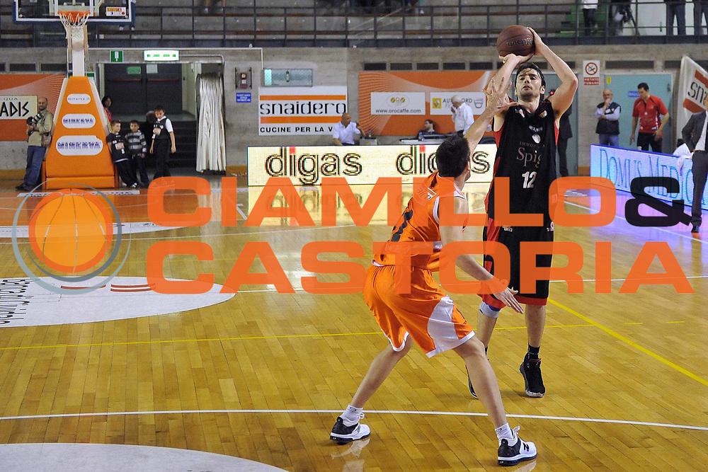 DESCRIZIONE : Udine Lega A2 2010-11 Snaidero Udine Immobiliare Spiga Rimini<br /> GIOCATORE : Demian Filloy<br /> SQUADRA : Immobiliare Spiga Rimini<br /> EVENTO : Campionato Lega A2 2010-2011<br /> GARA : Snaidero Udine Immobiliare Spiga Rimini<br /> DATA : 06/05/2011<br /> CATEGORIA : Tiro<br /> SPORT : Pallacanestro <br /> AUTORE : Agenzia Ciamillo-Castoria/S.Ferraro<br /> Galleria : Lega Basket A2 2010-2011 <br /> Fotonotizia : Udine Lega A2 2010-11 Snaidero Udine Immobiliare Spiga Rimini<br /> Predefinita :