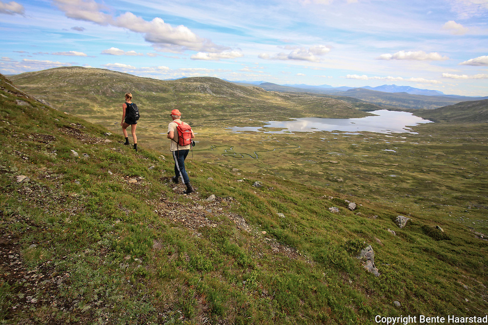 Tur til Fongen, 1441 moh. fra Ramsjøhytta i Tydal. Med Heidi Kulseth og Nils Kjøsnes.  Foto: Bente Haarstad