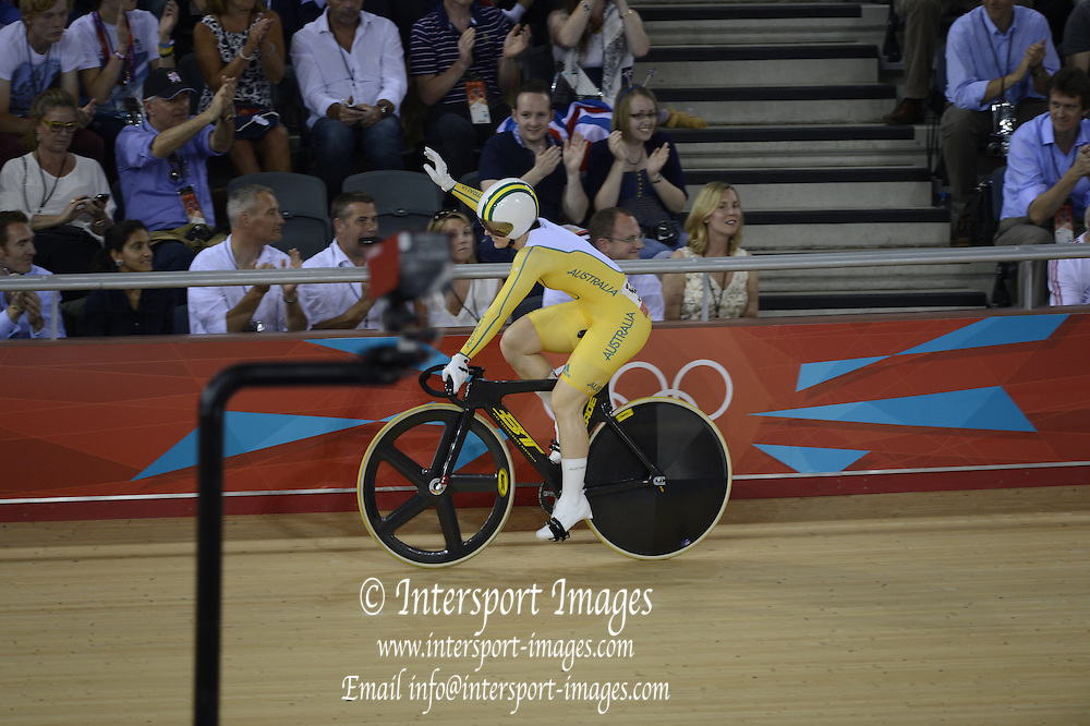 2012 Olympic Velodrome. London,Great Britain,..Description:  event- Women's Sprint. AUS Anna MEARS and CHN.  Guo Shuang. Semi Final..2012 London Olympic Track Cycling. Velodrome, Stratford East London. UK.. ..16:23:48  Tuesday  07/08/2012 [Mandatory Credit: Peter Spurrier/Intersport Images]  .