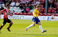 Photo: Alan Crowhurst.<br />Brentford v Nottingham Forest. Coca Cola League 1. 14/04/2007. Forest's Kris Commons chips the keeper to make it 2-4.