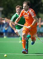 ALMERE - Rogier Hofman tijdens de interland tussen de mannen van Nederland en Ierland (3-2) ter voorbereiding van het EK dat eind augustus in Londen wordt gehouden. COPYRIGHT KOEN SUYK