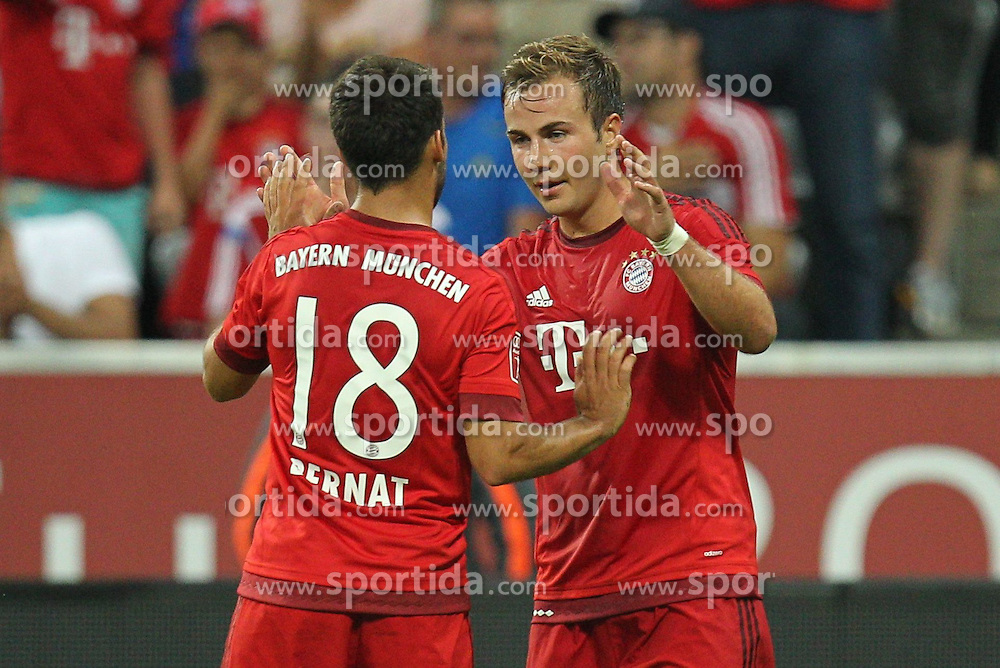 04.08.2015, Allianz Arena, Muenchen, GER, AUDI CUP, FC Bayern Muenchen vs AC Mailand, im Bild l-r: Torjubel von Juan Bernat #18 (FC Bayern Muenchen) und Robert Lewandowski #9 (FC Bayern Muenchen) // during the 2015 AUDI Cup Match between FC Bayern Muenchen and AC Mailand at the Allianz Arena in Muenchen, Germany on 2015/08/04. EXPA Pictures &copy; 2015, PhotoCredit: EXPA/ Eibner-Pressefoto/ Kolbert<br /> <br /> *****ATTENTION - OUT of GER*****
