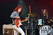 Nederland, the Netherlands, Nijmegen, 18-7-2015 Live optreden, concert van Lucas Hammink met groep, band, op het kelfkensbos, museumplein, tijdens de Nijmeegse zomerfeesten, vierdaagsefeesten. Foto: Flip Franssen