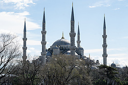 """THEMENBILD - Blauen Moschee. Istanbul, früher Konstantinopel, ist die größte Stadt der Türkei. Sie liegt am Bosporus und liegt am Schnittpunkt von Asien und Europa. Aufgenommen am 04.03.2016 in Istanbul, Türkei // blue """"sultan ahmet"""" mosque. Istanbul, former Constantinople, is the biggest City of Turkey. Turkey on 2016/03/04. EXPA Pictures © 2016, PhotoCredit: EXPA/ Michael Gruber"""