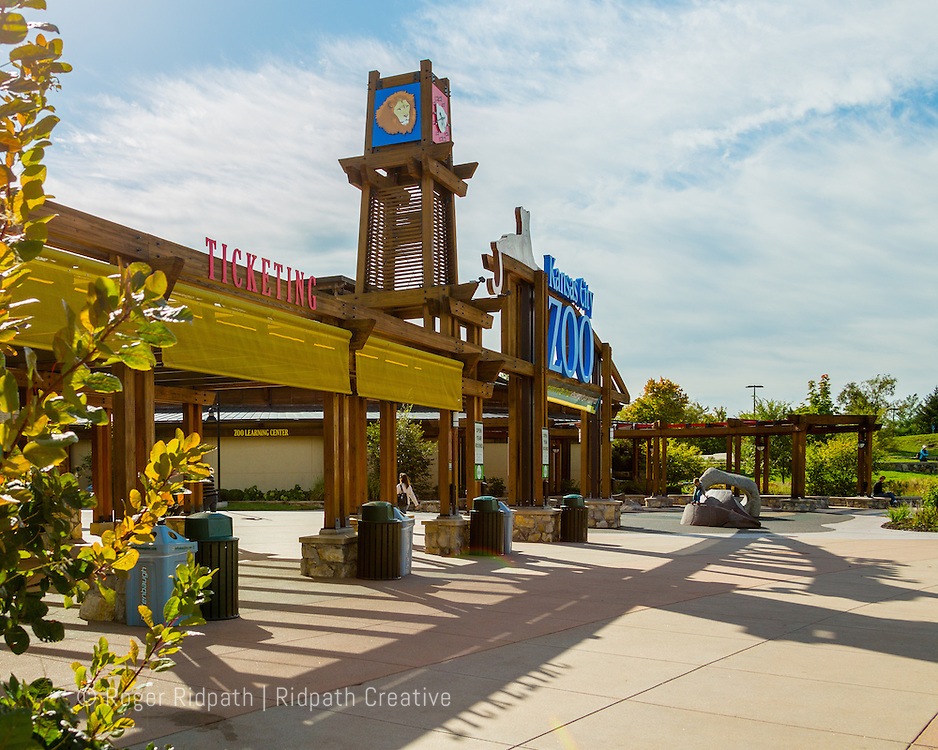 Kansas City Zoo entrance from angle