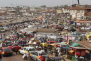 Traffic passing  the very busy Kejetia Market in central Kumasi. Ghana. West Africa..©Picture Zute Lightfoot.  07939 108077. www.lightfootphoto.co.uk