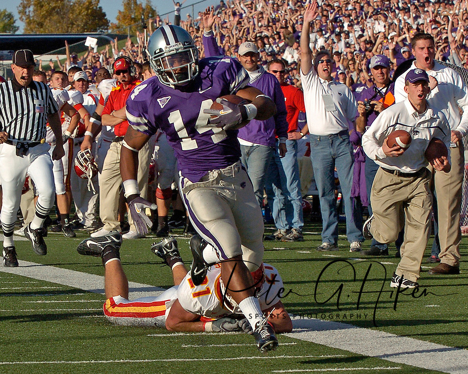 Kansas State running back Leon Patton (14) races down the sideline past Iowa State's Caleb Berg (21) for a 37-yard touchdown run in the fourth quarter, for a 24-10 lead at Bill Snyder Family Stadium in Manhattan, Kansas, October 28, 2006.  The Wildcats beat the Cyclones 31-10.<br />