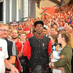 21.06.2015, Brose Arena, Bamberg, GER, Beko Basketball BL, Brose Baskets Bamberg vs FC Bayern Muenchen, Playoffs, Finale, 5. Spiel, im Bild Nationalspieler Dennis Schroeder (Atlanta Hawks / NBA) beobachtet die Siegesfeier der Brose Baskets Bamberg. // during the Beko Basketball Bundes league Playoffs, final round, 5th match between Brose Baskets Bamberg and FC Bayern Muenchen at the Brose Arena in Bamberg, Germany on 2015/06/21. EXPA Pictures &copy; 2015, PhotoCredit: EXPA/ Eibner-Pressefoto/ Merz<br /> <br /> *****ATTENTION - OUT of GER*****