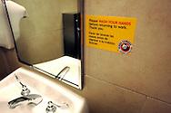 US-ORLANDO-Washroom, Panda Express. PHOTO: GERRIT DE HEUS.VS - ORLANDO - In de wc van de Panda Express, een fastfoodketen, wordt het personeel gewezen op persoonlijke hygiene. Handen wassen voor je weer aan het werk gaat. PHOTO  GERRIT DE HEUS