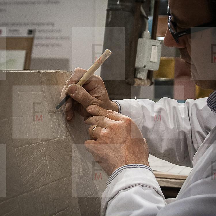 Il FuoriSalone 2012 in Zona Tortona: le piastrelle Tagina<br /> <br /> Tortona Area Lab at Fuorisalone 2012: the tiles Tagina