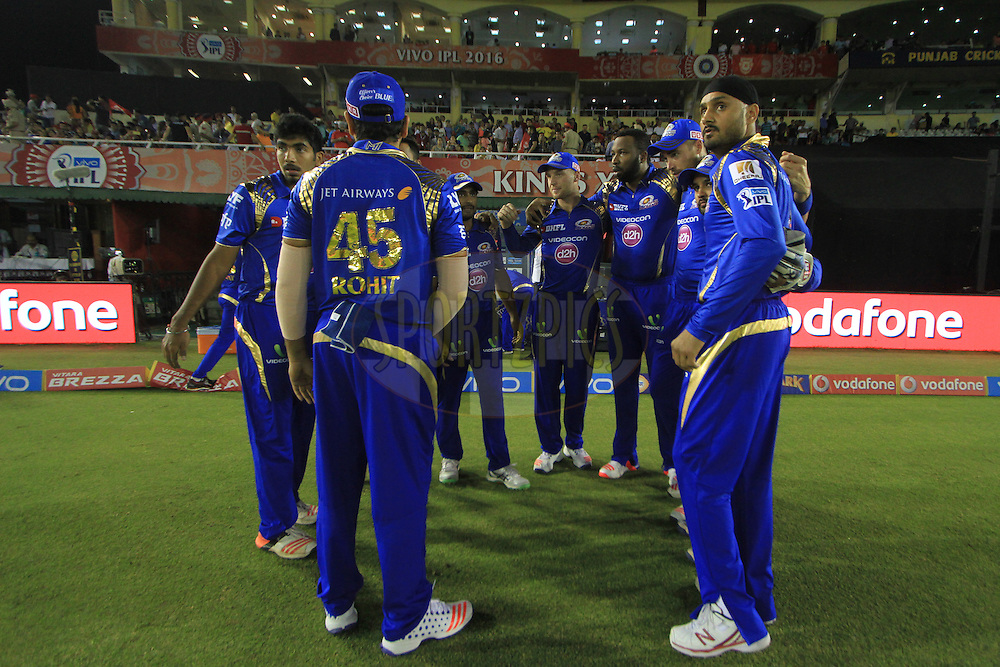 Mumbai Indians players during match 21 of the Vivo Indian Premier League ( IPL ) 2016 between the Kings XI Punjab and the Mumbai Indians held at the IS Bindra Stadium, Mohali, India on the 25th April 2016<br /> <br /> Photo by Arjun Singh / IPL/ SPORTZPICS