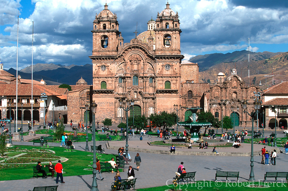 PERU, HIGHLANDS, CUZCO Plaza de Armas and La Compania church