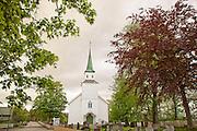 """Egge kirke er en langkirke fra 1767 i Steinkjer kommune, Nord-Trøndelag fylke. Egge sokn i Nord-Innherad prosti. Arkitekter Rasmus Mentsen Overrein og Otto Nøst. Kirken er fredet. Kulturminnesøk/Riksantikvaren: Eldste omtale av kirken er i 1533 (Egge k., OE s. 46, 84), mens sognet er nevnt 1490 (Eggesokn, OE s. 117). Både synfaringer og kirkeregnskap fra 1600-tallet viser at kirken på denne tiden var meget brøstfeldig og stod til forfalls. Det framgår videre at den må ha vært et stavbygg og dessuten svært værutsatt, for i 1661 nevnes at den var utstyrt med støtter. Kirken ble sterkt ombygd i 1676: """"Det gamle skipet vart kor i den nye kyrkja, og koret vart skriftehus. Så reiste dei langskip og tverskip av nytt, og der stod så korskyrkja"""". Kirken fikk likevel ikke stå lenge, for den ble rammet av lynnedslag og brant ned 11. august 1765. Ny kirke ble deretter bygd på samme sted og denne stod ferdig i 1769-70. Schøning bekrefter i 1774 dette hendelsesforløpet: """"Egge Kirke, som ogsaa var tilforn en Stav-Kirke, blev liigeledes af nye opbygd Ao. 1675: men den afbrændte for faa Aar siden; dog nu igien paa nye opsat"""". Nåværende kirke på Egge er en langkirke av tømmer ble bygd 1870 på samme sted og med de brukbare materialer fra den forrige. I 1589 var Egge anneks under hovedkirken på For i Stod prestegjeld. I 1774 var situasjonen den samme, men da Steinkjer prestegjeld ble opprettet i 1867 ble Egge eget sogn i dette gjeldet (Brendalsmo 2006:640f m/ref.). Det finnes ingen indikasjoner på et tidligere prestebol til kirken på Egge. Jernaldergravfeltet på Egge er nok et av de største og mest mangfoldige i Norge med hensyn til gravformer. De eldste gravene her går tilbake til 200-tallet e.Kr. (Petersen 1926:37), og kirke og kirkegård ligger midt oppe i feltets søndre del. Schøning (II:184) noterte seg i 1774 endel fornminner inne på og nær ved kirkegården: """"Ved det nordøstre Hiørne af Kirkegaarden, staaer en temmelig stor Bautastein"""