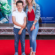 NLD/Amsterdam/20190702 - Filmpremiere Spider-man: Far From Home, Christie Bokma met haar zoon