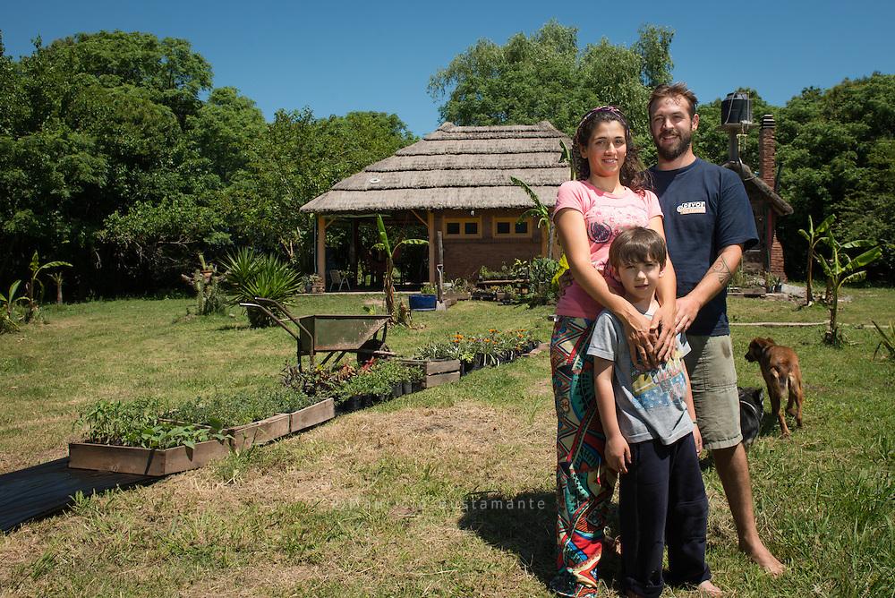 Productos agroecológicos frescos del emprendimiento Perinawa sin pesticidas ni productos químicos. Directo de la huerta. Mariano y Carolina