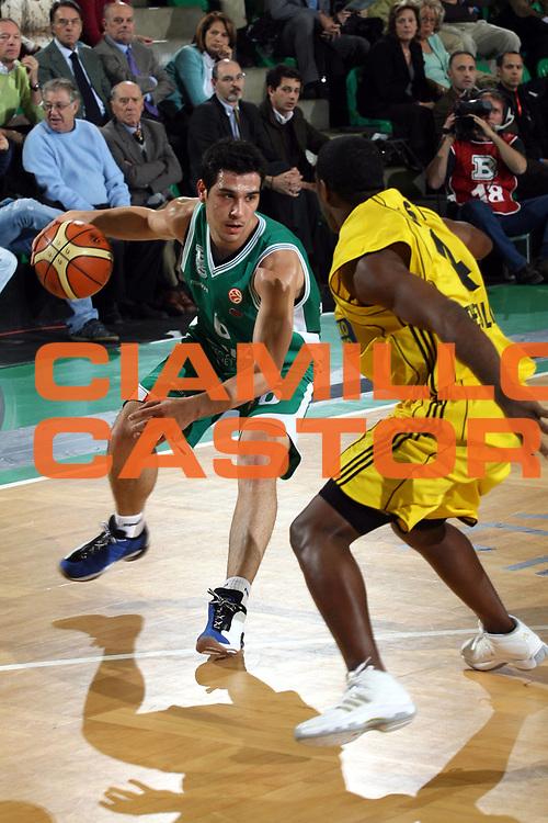 DESCRIZIONE : Treviso Eurolega 2006-07 Benetton Treviso Aris TT Bank Salonicco <br />GIOCATORE : Zisis  <br />SQUADRA : Benetton Treviso<br />EVENTO : Eurolega 2006-2007 <br />GARA : Benetton Treviso Aris TT Bank Salonicco <br />DATA : 23/11/2006 <br />CATEGORIA : Palleggio<br />SPORT : Pallacanestro <br />AUTORE : Agenzia Ciamillo-Castoria/M.Marchi