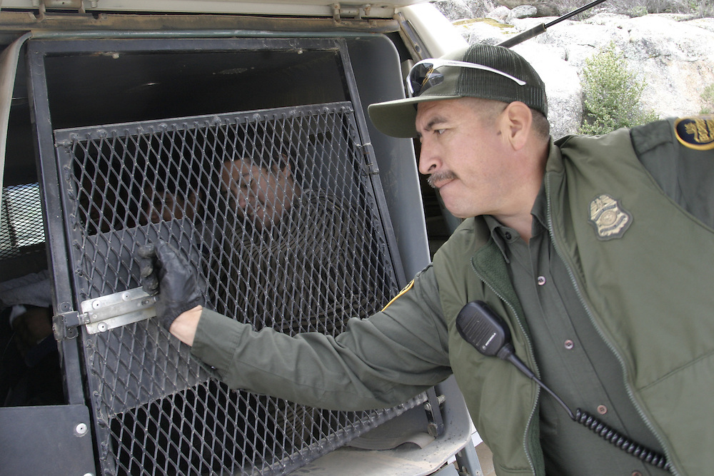 A U.S.A border patrol arrest undocumented immigrants that been watched by the minuteman members at the 21April 2006 next to Boulevard about 65 miles (104.6 km) east of downtown San Diego. At 29 April 2006....
