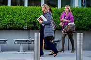 WASHINGTON - Koningin Maxima wordt bij de Wereld Bank in Washington verwelkomd door directeur Frank Heemskerk. Maxima neemt daar deel aan de voorjaarsvergadering van de Wereldbank Groep. Zij doet dit in haar functie van speciale pleitbezorger van de VN secretaris-generaal voor inclusieve financiering voor ontwikkeling. ANP ROYAL IMAGES ROBIN UTRECHT