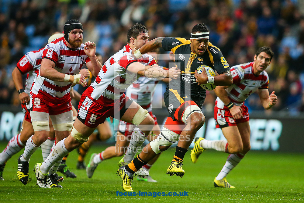 Nathan Hughes of Wasps (right)  breaks during the Aviva Premiership match at the Ricoh Arena, Coventry<br /> Picture by Andy Kearns/Focus Images Ltd 0781 864 4264<br /> 08/11/2015