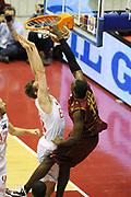 DESCRIZIONE : Milano Lega A 2011-12 EA7 Emporio Armani Milano Umana Venezia Play off gara 1<br /> GIOCATORE : Sylvere Bryan<br /> CATEGORIA : schiacciata<br /> SQUADRA : Umana Venezia<br /> EVENTO : Campionato Lega A 2011-2012 Play off gara 1 <br /> GARA : EA7 Emporio Armani Milano Umana Venezia<br /> DATA : 18/05/2012<br /> SPORT : Pallacanestro <br /> AUTORE : Agenzia Ciamillo-Castoria/ GiulioCiamillo<br /> Galleria : Lega Basket A 2011-2012  <br /> Fotonotizia : Milano Lega A 2011-12 EA7 Emporio Armani Milano Umana Venezia Play off gara 1<br /> Predefinita :