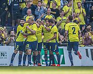 Målscorer Paulus Arajuuri (Brøndby IF) tiljubles efter scoringen til 1-0 under kampen i 3F Superligaen mellem Brøndby IF og Silkeborg IF den 14. juli 2019 på Brøndby Stadion (Foto: Claus Birch)
