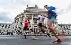 12.04.2015, Wien, AUT, Vienna City Marathon 2015, im Bild Feature Läufer vor dem Burgtheater // Runners in front of the Hofburgtheater during Vienna City Marathon 2015, Vienna, Austria on 2015/04/12. EXPA Pictures © 2015, PhotoCredit: EXPA/ Michael Gruber
