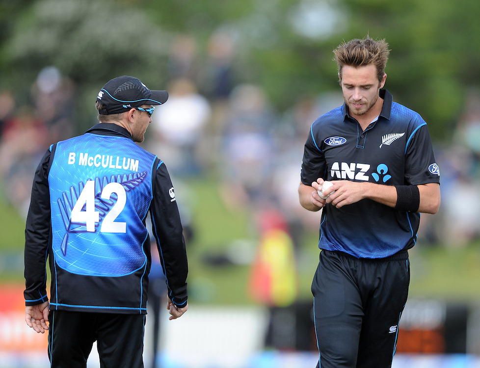 New Zealand's Tim Southee, right, recieves instructions from his captain Brendon McCullum against South Africa  in the 2nd ODI International cricket match at Blake Park, Mt Maunganui, New Zealand, Friday, October 24, 2014. Credit:SNPA / Ross Setford