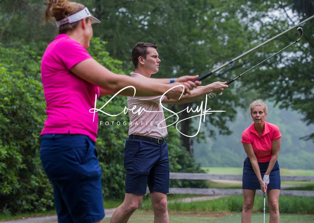 ENSCHEDE - Golfles van  Marcella vd Bom,  PGA pro  Golfbaan Rijk van Sybrook  - COPYRIGHT KOEN SUYK