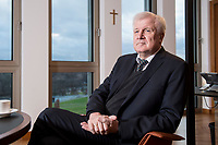 10 DEC 2016, BERLIN/GERMANY:<br /> Horst Seehofer, CSU, Bundesinnenminister, waehrend einem Interview, in seinem Buero, Bundesinnenministerium<br /> IMAGE: 20181210-02-025<br /> KEYWORDS; Büro, Kreuz