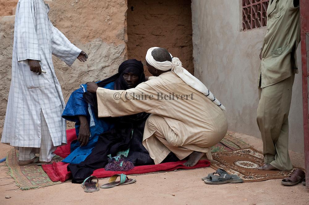 """Mohamed aka """"Boss"""" wearing the Tuareg traditionnal dress"""