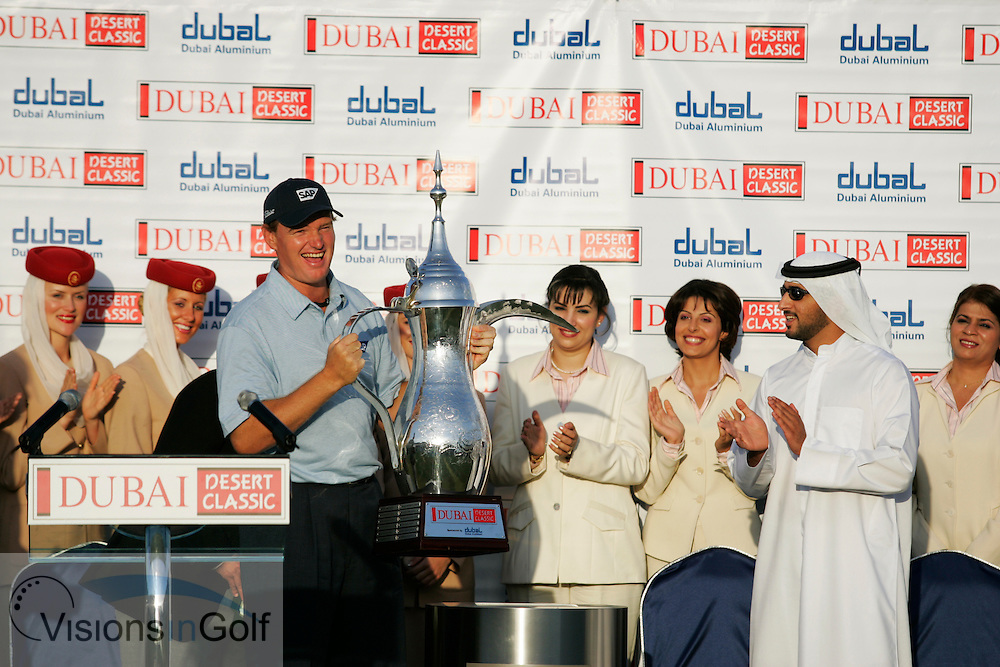Ernie Els at the presentation with the trophy after winning the Dubai Desert Classic 2005, Emirates GC, UAE.  Photo Mark Newcombe