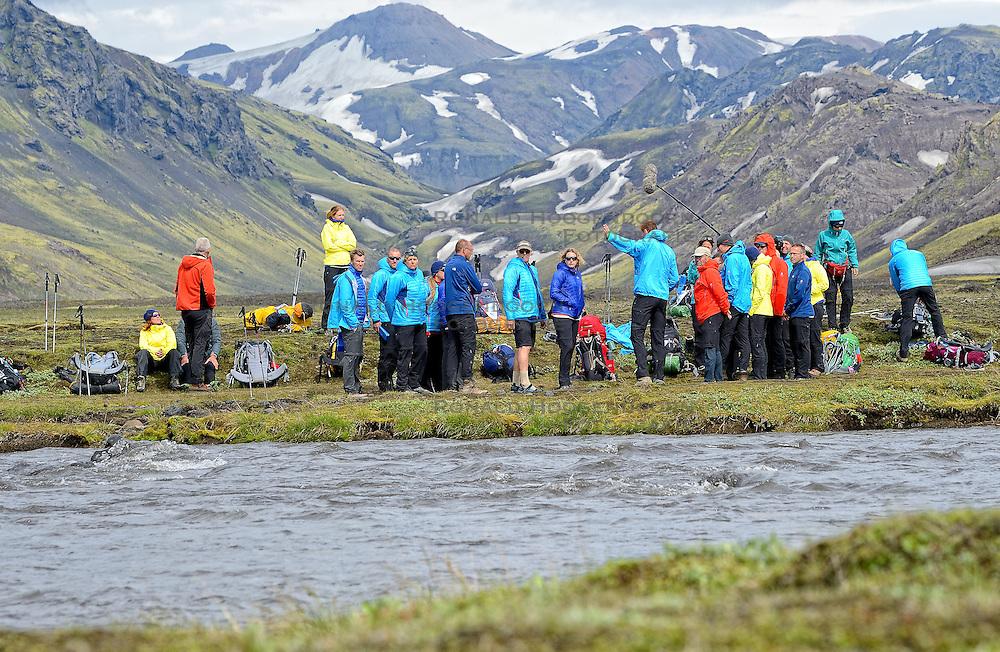 09-07-2014 ISL: Iceland Diabetes Challenge Dag 5, Emstrur<br /> Van Alftavatn naar Emstrur / Groep, uitleg Bas van de Goor