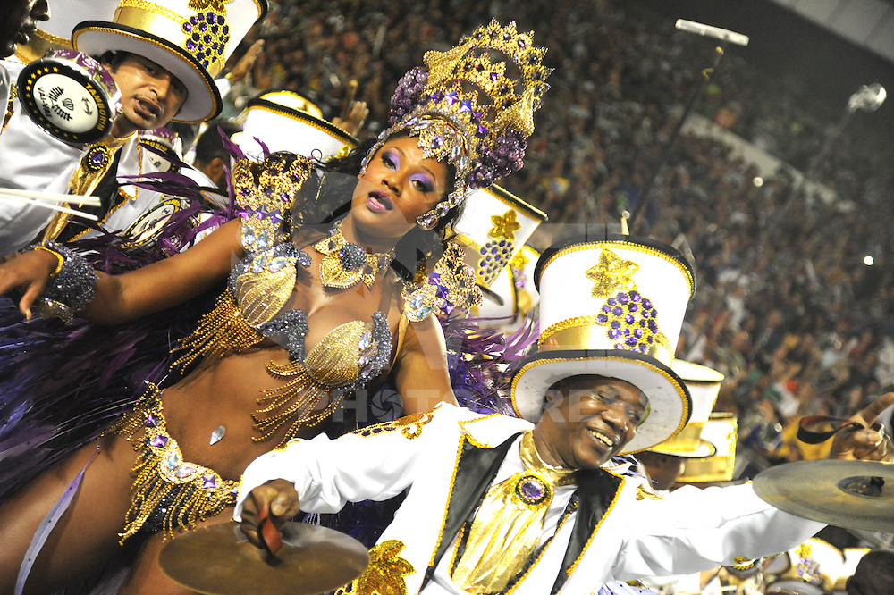 VAI-VAI - A Rainha da Bateria Camila Silva da escola de samba Vai Vai durante desfile no primeiro dia do Grupo Especial no Sambódromo do Anhembi na região norte da capital paulista, na madrugada deste sábado, 09. (FOTO: Guilherme Kastner / BRAZIL PHOTO PRESS).
