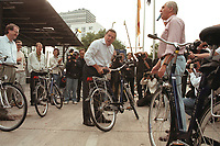 "16 JUL 1999 - BONN, GERMANY:<br /> Gerhard Schröder, Bundeskanzler, prüft sein (Leih-) Fahrrad, vor der SPD Radtour ""Abschied vom Rhein""<br /> Gerhard Schroeder, Fed. Chancellor Germany, is checking his bike before starting a trip with a part of the SPD parliamentary group to a ""Goodbye from Rhine"" tour <br /> IMAGE: 19990716-01/02-05"